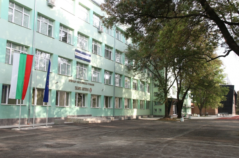 """Main reconstruction of the building of the High School of Mathematics and Natural Sciences - (PMG) """"Ekzarh Antim I""""; shaping the surrounding area and a new gymnasium at the PMG """"Ekzarh Antim I"""""""