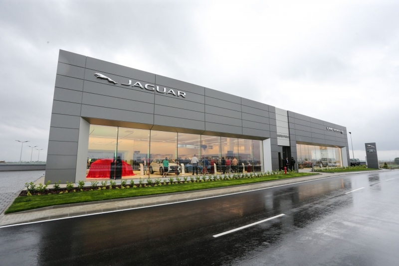 Jaguar Land Rover Car Dealership and Auto Service Center Moto Pfohe